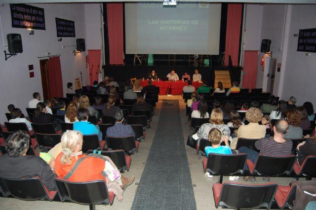 El IX Foro de Educación de Lorquí muestra los riesgos y ventajas de las Redes Sociales - 1, Foto 1