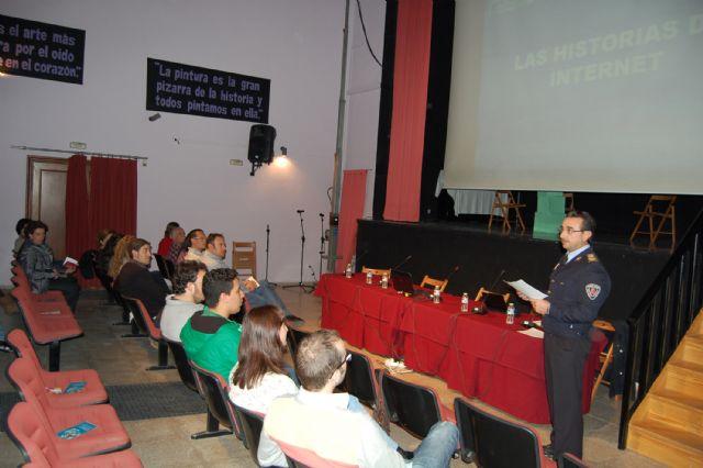 El IX Foro de Educación de Lorquí muestra los riesgos y ventajas de las Redes Sociales - 2, Foto 2