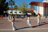 Los niños colman la plaza Paco Serna de Alguazas practicando juegos tradicionales y populares
