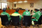Los trabajadores del servicio de jardinería conocen de primera mano el nuevo proceso de contratación del servicio municipal que se va a llevar a cabo