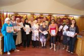 Las alumnas del curso de Costura reciben sus diplomas en el Ayuntamiento