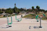 La concejalía de Parques y Jardines coloca cuatro nuevos circuitos biosaludables en parques del municipio que ya cuenta con un total de seis