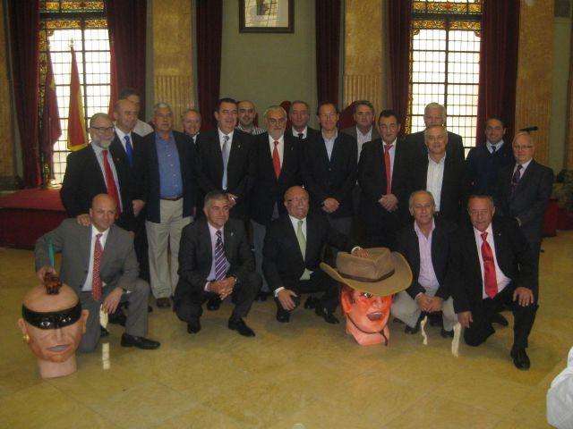 Miguel Ángel Cámara entrega a Alberto Sevilla la distinción de Cabezo de Honor - 1, Foto 1