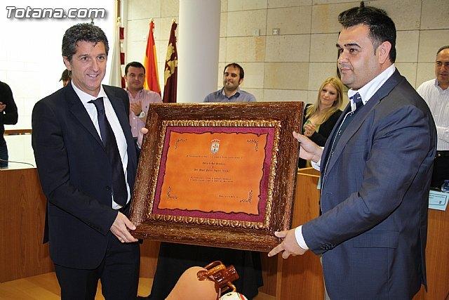 El ayuntamiento de Totana hace entrega del título de Hijo Predilecto a Miguel Porlán Chendo - 1, Foto 1