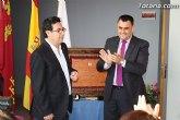 El ayuntamiento entrega el Escudo de Oro de la Leal y Noble Ciudad de Totana al Colegio Reina Sofía