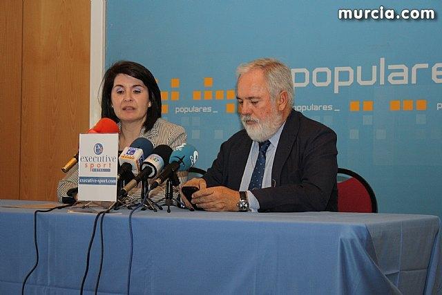 El ex Ministro de Agricultura y Agua del PP en el gobierno de Aznar, Miguel Arias Cañete, visitó empresas de la localidad - 1, Foto 1