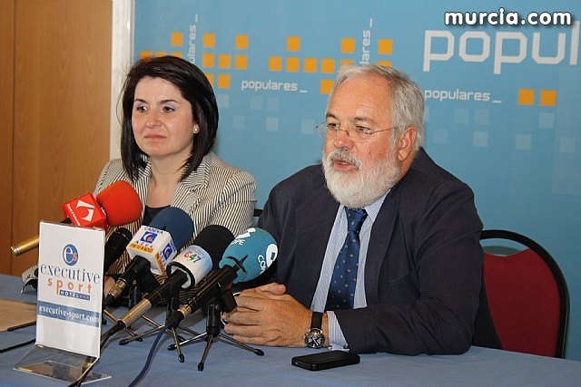 El ex Ministro de Agricultura y Agua del PP en el gobierno de Aznar, Miguel Arias Cañete, visitó empresas de la localidad - 2, Foto 2