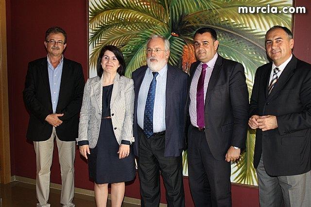 El ex Ministro de Agricultura y Agua del PP en el gobierno de Aznar, Miguel Arias Cañete, visitó empresas de la localidad - 3, Foto 3