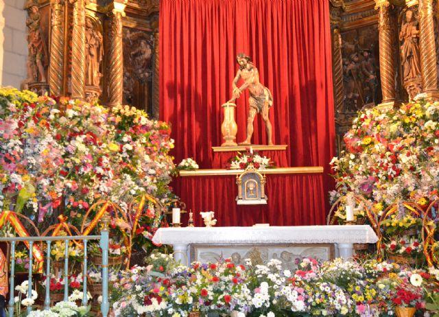 El Cristo procesionó el sábado por las calles de Jumilla y el domingo cientos de jumillanos participaron en la ofrenda de flores - 1, Foto 1