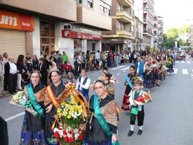 El Cristo procesionó el sábado por las calles de Jumilla y el domingo cientos de jumillanos participaron en la ofrenda de flores - 5, Foto 5