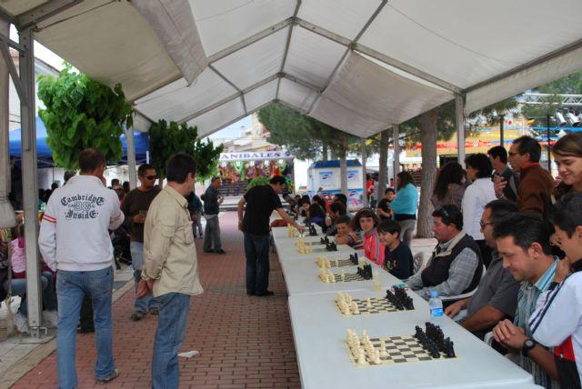 El MI Alfredo Giaccio se enfrenta a veinte jugadores a la vez en el simultáneo de ajedrez - 1, Foto 1