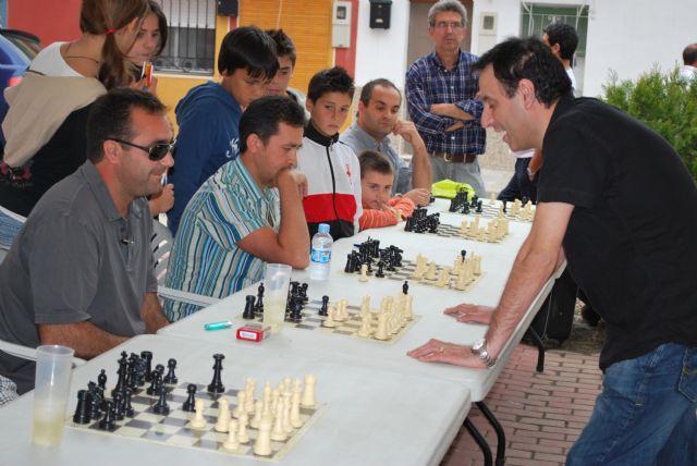 El MI Alfredo Giaccio se enfrenta a veinte jugadores a la vez en el simultáneo de ajedrez - 2, Foto 2