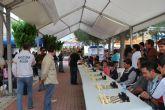 El MI Alfredo Giaccio se enfrenta a veinte jugadores a la vez en el simultáneo de ajedrez