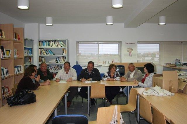 Miembros de la candidatura de IU-Verdes se reúnen con el Pedáneo y la Junta Vecinal del Paretón, para exponer el Programa Electoral, Foto 3