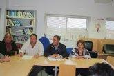Miembros de la candidatura de IU-Verdes se re�nen con el Ped�neo y la Junta Vecinal del Paret�n, para exponer el Programa Electoral