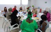 13 mujeres en riesgo de exclusión social aprenden costura en Las Torres de Cotillas