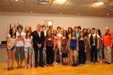 El concejal de Educación recibe a estudiantes franceses de intercambio con alumnos del IES 'Mar Menor'