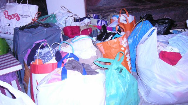 La ONG Anike-Voluntarios viaja a la Región de los Grandes Lagos para realizar reparto de ropa infantil, Foto 4