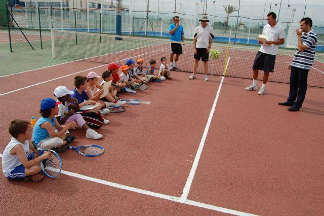 Los jóvenes jugadores de la Escuela Municipal torreña de tenis, diplomados - 1, Foto 1