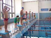 Más de 60 nadadores, de entre 5 y 16 años, han participado en la Competición Solidaria de Natación