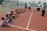 Los jóvenes jugadores de la Escuela Municipal torreña de tenis, diplomados