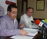 El alcalde entrega a los portavoces un dossier con la situación actual del ayuntamiento y sus departamentos