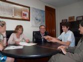 El alcalde recibe a Juan Ignacio García García, alumno del Colegio Salzillo del municipio