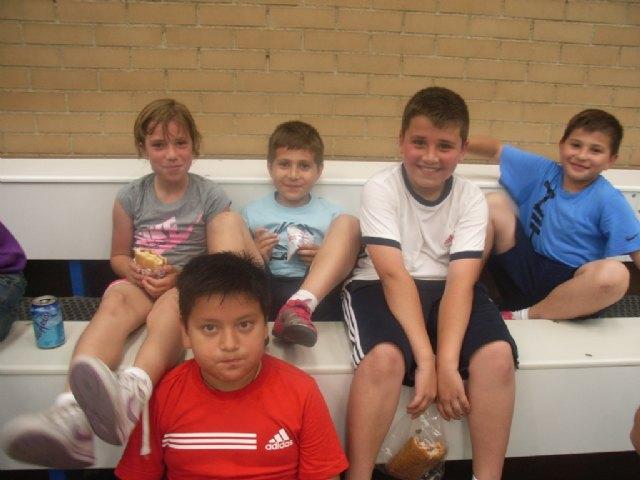 El equipo benjamín de baloncesto 3x3 del colegio La Milagrosa participó en las semifinales regionales de Deporte Escolar, Foto 1
