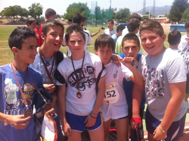 "The school ""Reina Sofia"" participated in the regional final child Athletics held in Alhama School Sport"