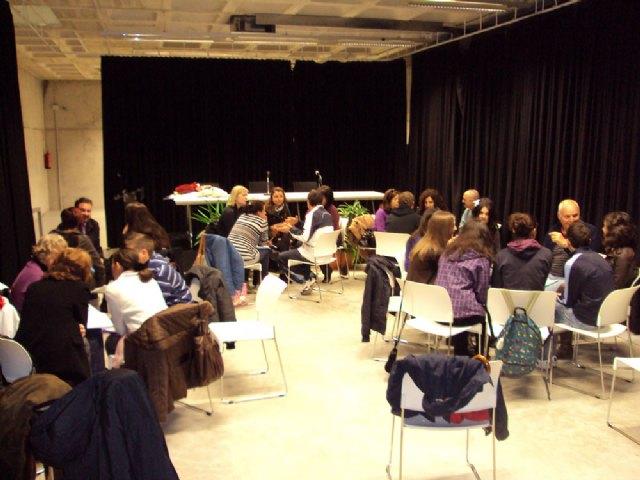 El Ayuntamiento de Torre-Pacheco crea Spanglish, un taller para fomentar el aprendizaje del español y el inglés entre sus vecinos - 1, Foto 1
