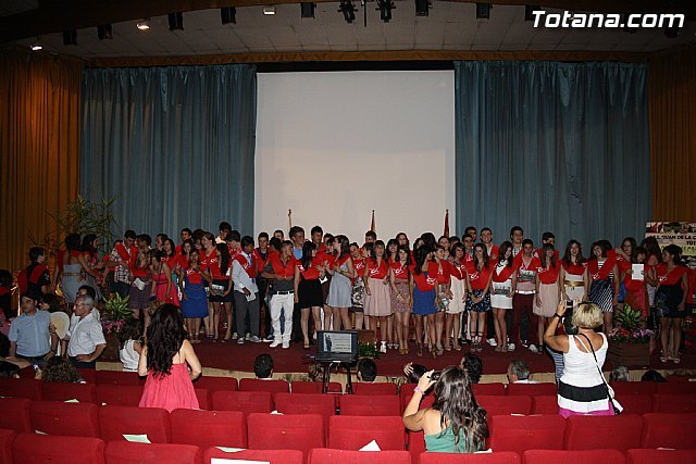 "Students in 4 of the ESO IES ""Juan de la Cierva y Codorniu"" receive their scholarships"