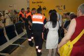 Voluntarios de Protección Civil y Banco del Tiempo ayudan en el aeropuerto a los enfermos de la peregrinación anual a Lourdes
