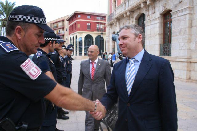 La Policía Local se presenta ante el nuevo alcalde, Foto 1