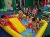 La Escuela Infantil 'Reina Sofía' de Alguazas celebra su fiesta de fin de curso a ritmo acuático
