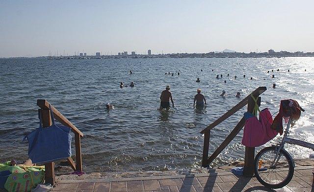 Turismo ofrece ejercicios terapéuticos gratuitos en la Playa de la Mota para los bañistas - 1, Foto 1