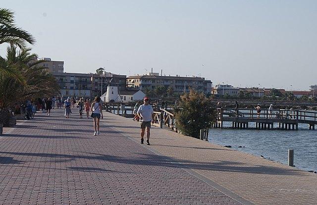 Turismo ofrece ejercicios terapéuticos gratuitos en la Playa de la Mota para los bañistas - 2, Foto 2