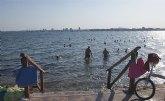 Turismo ofrece ejercicios terapéuticos gratuitos en la Playa de la Mota para los bañistas