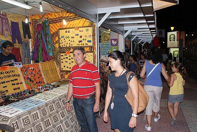Más de 50 comerciantes y artesanos exponen sus productos en el mercadillo nocturno de Lo Pagán - 1, Foto 1