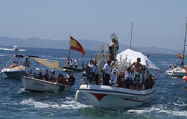 Miles de personas acompañan a la patrona de los pescadores en la romería de San Pedro del Pinatar - 1, Foto 1