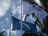 La playa de San Ginés luce otro verano más la bandera azul y la Q de calidad