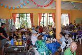Autoridades municipales participan con los usuarios de la residencia La Purísima y con sus familiares en la 'Fiesta del Abuelo'