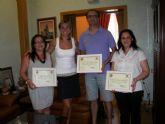 La Alcaldesa entrega los diplomas de reconocimiento a los tres técnicos de la Concejalía de Festejos