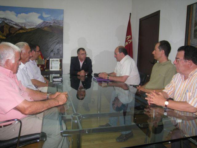 La Federaci�n de Asociaciones de Propietarios de Espacios Naturales (FAPEN) se entrevista con el Consejero de Presidencia, Foto 1