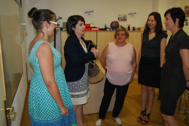 City officials visit the Department of Labour Integration of FAMDIF-COCEMFE in Murcia for their services known, Foto 1