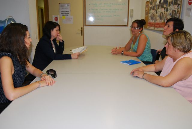 City officials visit the Department of Labour Integration of FAMDIF-COCEMFE in Murcia for their services known, Foto 2