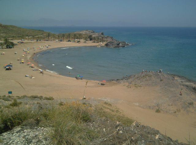 La música y la fiesta llegan a la playa de Percheles, Foto 1
