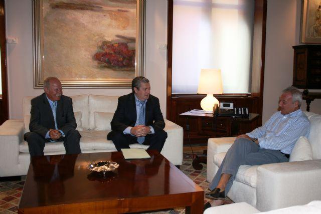 El jefe del Ejecutivo regional, Ramón Luis Valcárcel, recibe al alcalde de Albudeite, Jesús García Martínez - 2, Foto 2