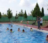 Puerto Lumbreras ha puesto en  marcha un programa de natación terapéutica y para embarazadas durante los meses estivales