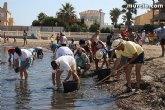Decenas de voluntarios extraen más de 200 kilos de residuos en playas, rocas y fondos marinos de La Manga