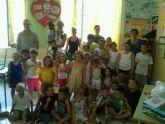La Alcaldesa visita a los niños que está participando en las Escuelas de Verano 2011